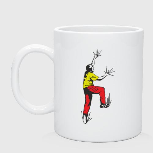 Альпинист карабкается
