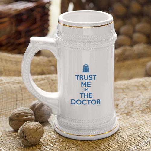 Кружка пивная Trust me I'm the doctor Фото 01