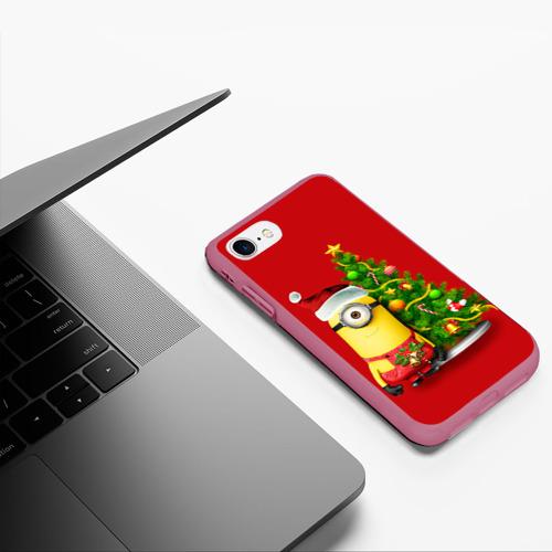 Чехол для iPhone 7/8 матовый Ёлка и миньон Фото 01