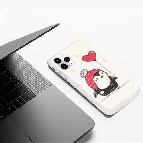 Чехол для iPhone 11 Pro Max матовый Пингвин с шариком Фото 01