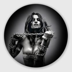 Девушка с цепью