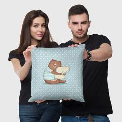 Сонный мишка с подушкой
